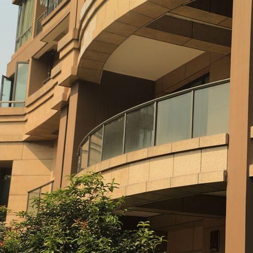 弧形玻璃阳台护栏